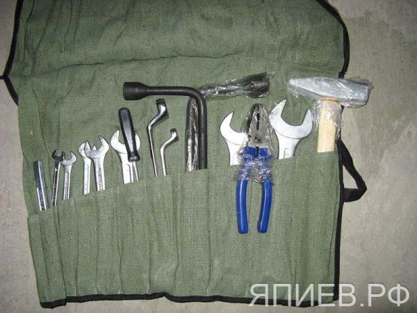 К-т ключей механизатора (19 ед.; с рожковыми; деревянный молоток) (г.Камышин)